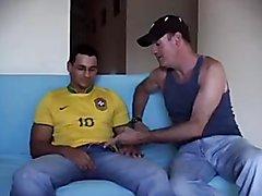 Maduro chupando rabo a hetero